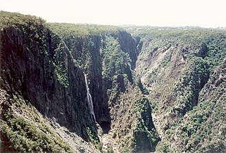 Wollomombi Falls - Wollomombi Falls and Chandler Falls (on right)