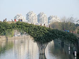 Yuyao - The Tongji Bridge over the Yaojiang River in downtown Yuyao.