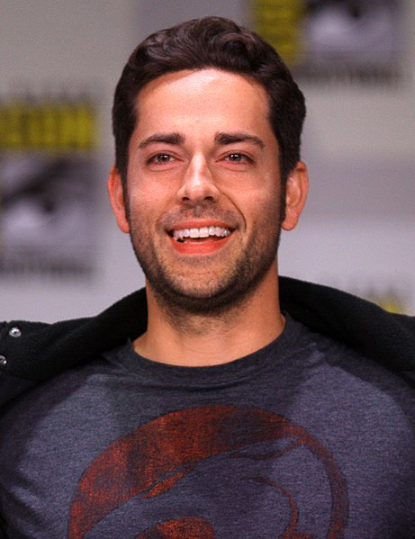 File:Zachary Levi by Gage Skidmore 2.jpg