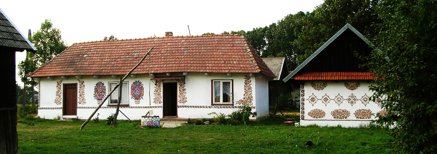 Zalipie - painted cottage 10 panorama.jpg