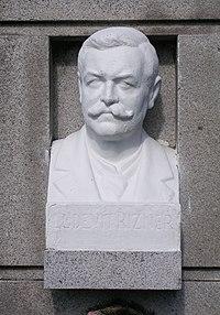 Zemianske Podhradie, hrob Ľudevíta Vladimíra Riznera (4).jpg