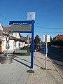 'Dunaharaszti, Baktay Ervin tér - könyvtár' buszmegálló, 2019 Dunaharaszti.jpg
