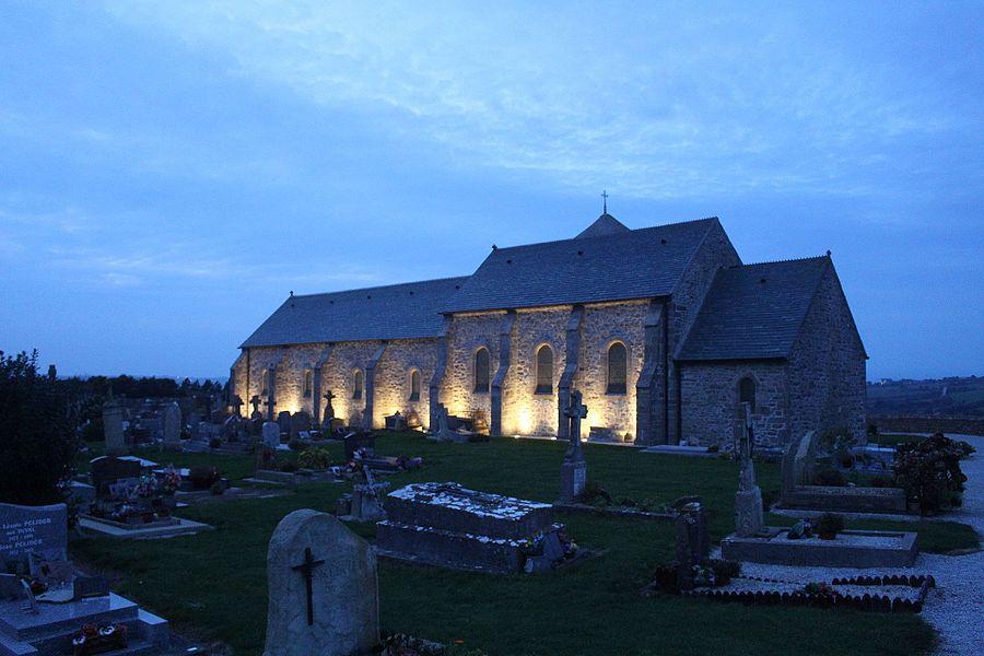 L'église de Digulleville au crépuscule , Manche