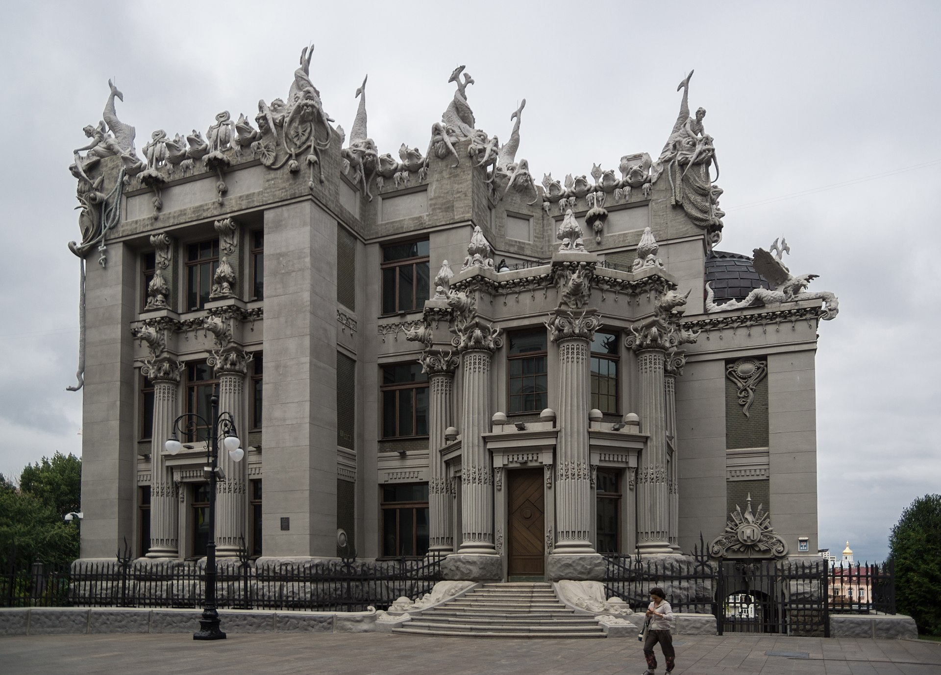 3 >> House with Chimaeras - Wikipedia