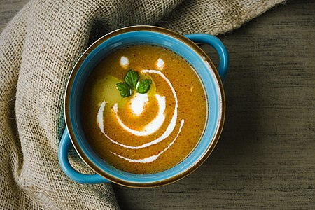 Courgette soup with yogurt