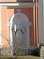 Лиговский 128. Крестовоздвиженская церковь, скульптура колокольни (св. Петр).jpg