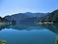 奥多摩湖 出野バス停方面より - panoramio.jpg