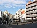 神田川・戸田平橋「まだ帰ってないんですか・・・・?」(瀬尾公治 君のいる町 第3巻 P.172) - panoramio.jpg