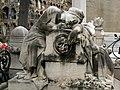158 Tomba de Jaume Puncernau, escultura de Rafael Atché.jpg