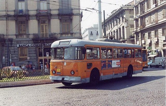 Il existe aussi des bus confortables pour aller à Naples. Photo de Giovanni Kaiblinger.
