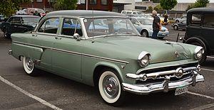 Ford Crestline - Image: 1954 Ford Crestline (11769914896)