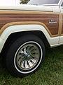 1986 Jeep Grand Wagoneer white-e Mason-Dixon Dragway 2014.jpg