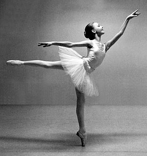 Arabesque (ballet position) - Arabesque position with working leg à la hauteur (forming a 90° angle with supporting leg)