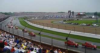 2007 Indianapolis 500 - Emergency crews attempting to dry the track during the red flag.