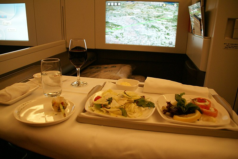 File:2014.08.16.210409 Dinner 1st class China Airway CA0932 Frankfurt-Beijing.jpg