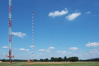 DCF77 - The Mainflingen transmitter uses isolated Guyed lattice masts to elevate the DCF77 antennas