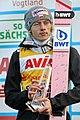 2017-10-03 FIS SGP 2017 Klingenthal Siegerehrung Dawid Kubacki Gesamt-GP Pokal.jpg