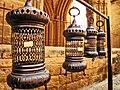 48 Basar vora la mesquita Selimiye (Nicòsia), fanalets.jpg