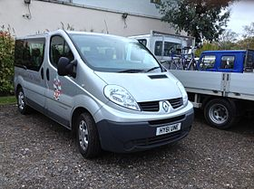 A Renault Trafic 9 seater minibus at the 2013 Hampton Small Boats Head 2013-11-16 16-57.jpg