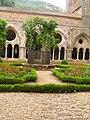 Abbaye Fontfroide cloitre 08.jpeg