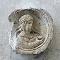 Abbaye Saint-Germain d'Auxerre-Femme tenant un fruit.jpg