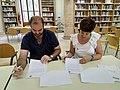 Acte de signatura del conveni marc de col·laboració entre Amical Wikimedia i el Col·legi de Bibliotecaris i Documentalistes de la Comunitat Valenciana 01.jpg
