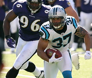 2006 Carolina Panthers season - Nick Goings is chased by Baltimore's Adalius Thomas, week 6