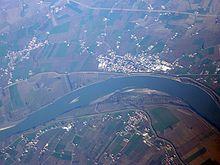 Il fiume Po nel tratto in cui inizia a segnare il confine della provincia di Rovigo presso Melara.
