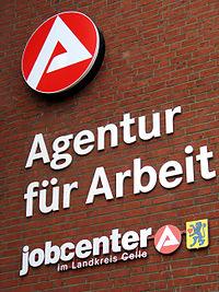 Agentur für Arbeit, jobcenter im Landkreis Celle, Logos und Embleme am Gebäude Georg-Wilhelm-Straße 14 in 29223 Celle.jpg