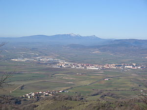 Salvatierra/Agurain - Agurain on the east of Álava and Gorbea in the far background
