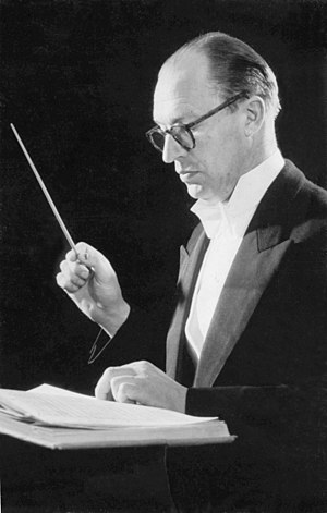 Aloys Fleischmann - Aloys Fleischmann conducting Cork Symphony Orchestra (1958)