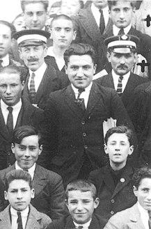Alumnos do instituto de Pontevedra. Fraguas é o que está entre os dous ordenanzas 1922