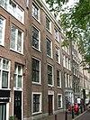 foto van Breed huis van drie vensterassen met gevel onder rechte lijst