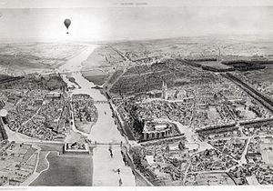 Angers - Angers around 1850, with the river Maine at the middle, the castle and the medieval town on the right bank and La Doutre and its river port on the left bank