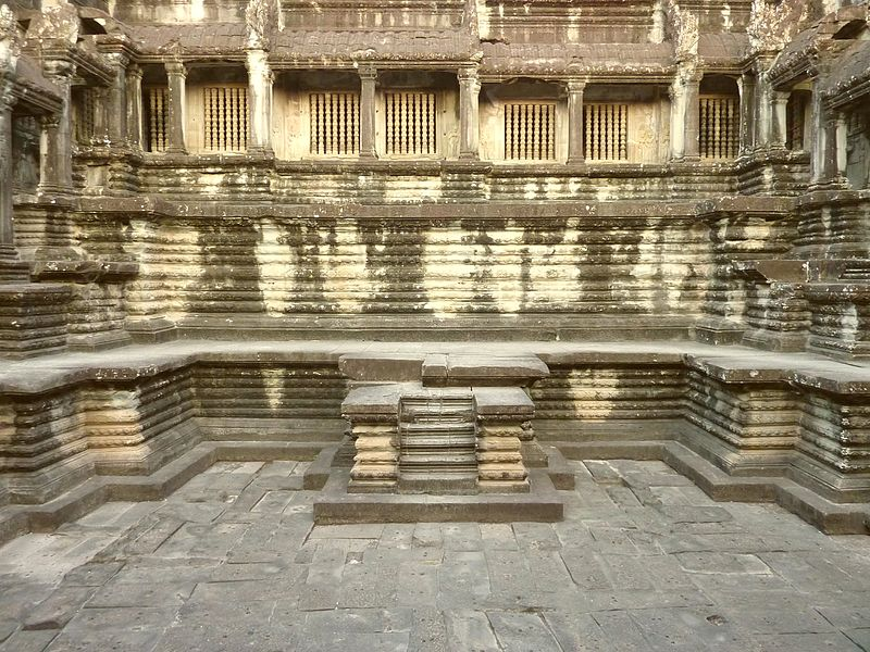 File:Angkor Wat - 033 Architecture (8580624313).jpg