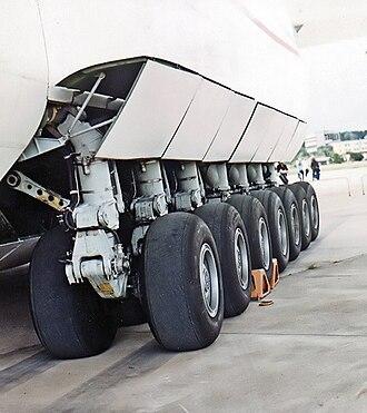 Antonov An-225 Mriya - An-225's main landing gear
