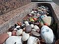 Antony cimetière juif petits cailloux multicolores.jpg
