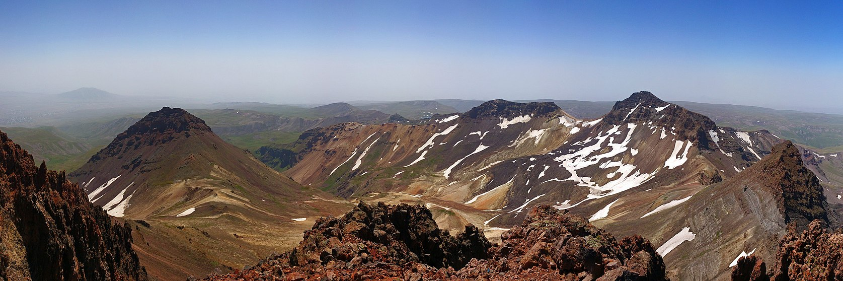 Aragats, East, South ^ West summits, view from North summit, 2012.08.05 - panoramio.jpg