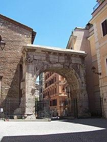 Arco di Gallieno o Porta Esquilina - lato interno - Panairjdde.jpg