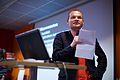 Arjan den Boer, juryvoorzitter Wiki Loves Monuments 2013, bij de prijsuitreiking tijdens de Wikimedia Nederland Conferentie 2013 (10643115873).jpg