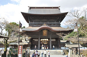 Aso Shrine - The Aso Shrine Rōmon, an Important Cultural Property, pictured here in 2012, was destroyed in the 2016 Kumamoto earthquakes.