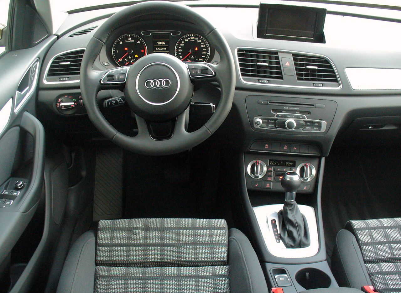 file audi q3 2 0 tdi quattro s tronic karibubraun interieur jpg wikimedia commons. Black Bedroom Furniture Sets. Home Design Ideas
