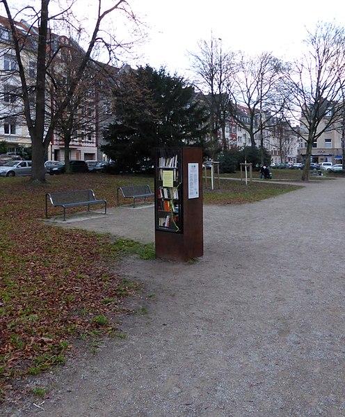 File:Bücherschrank Köln-Nippes, Blücherstraße.jpg - Wikimedia Commons