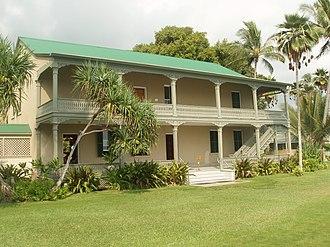 Lanai (architecture) - Image: Backside of the Hulihee Palace