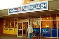 Bahlsen Fabrikladen Sutelstraße Hannover-Bothfeld gegenüber der Kirche.jpg
