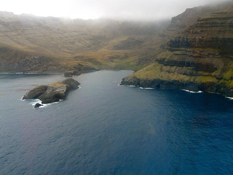 File:Baie du Petit Caporal, Mts Jules Verne - panoramio.jpg
