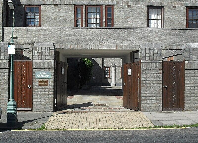 File:Barford Court, Princes Crescent, Hove (Eastern Entrance).jpg