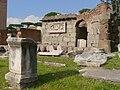 Basilica Aemilia 10-2006.jpg