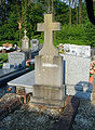 Bazentin cimetiere groupe de tombes.jpg
