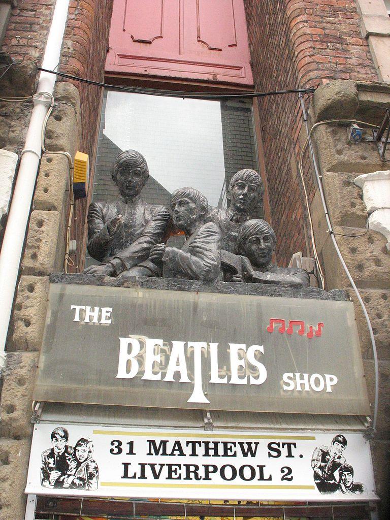 filebeatles statue the beatles shop matthew street